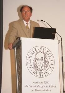 Präsident G. Banse beim Jahresbericht, Foto: D. Linke