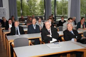 Sitzungssaal, erste Reihe: H. Kautzleben (li), H. Moritz (re); Foto: D. Linke