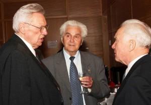 Jubilar H. Kautzleben, Ehrenpräsident H. Hörz, Ehrenmitglied S. Jähn (v.l.n.r.);   Foto: Dietmar Linke