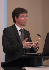 Festredner Prof. Dr. Michael Decker bei seinem Vortrag