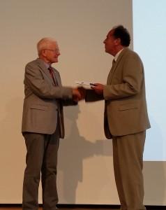 MLS Dietmar Linke erhält aus der Hand des Präsidenten seine Auszeichnung, Foto: P. Knoll