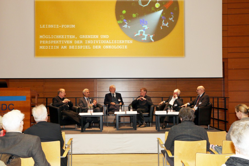Podiumsdiskussion, v.l.n.r.: Prof. Matthias Bräutigam. Dr. Jens Hoffmann, Prof. Peter Oehme, PD Dr. Martin Janz, Prof. Wolf-Dieter Ludwig und Prof. Dirk Roggenbuck