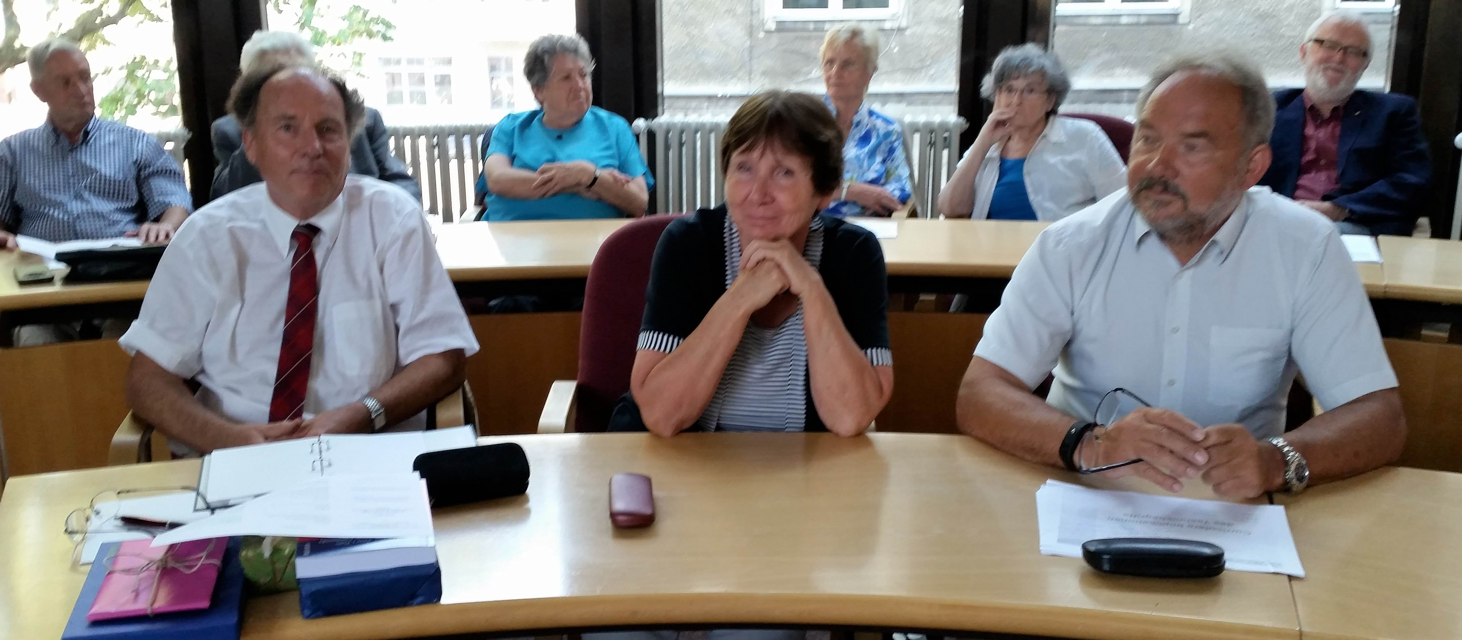 Der Jubilar, Frau Banse, Vizeporäsident B. Meier (v.l.), alle Fotos: P. Knoll