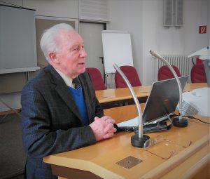 Sigmund Jähn bei seiner Dankesrede für die Laudatio der Leibniz-Sozietät am 9. März 2017 (Foto Werner Kriesel) (002)