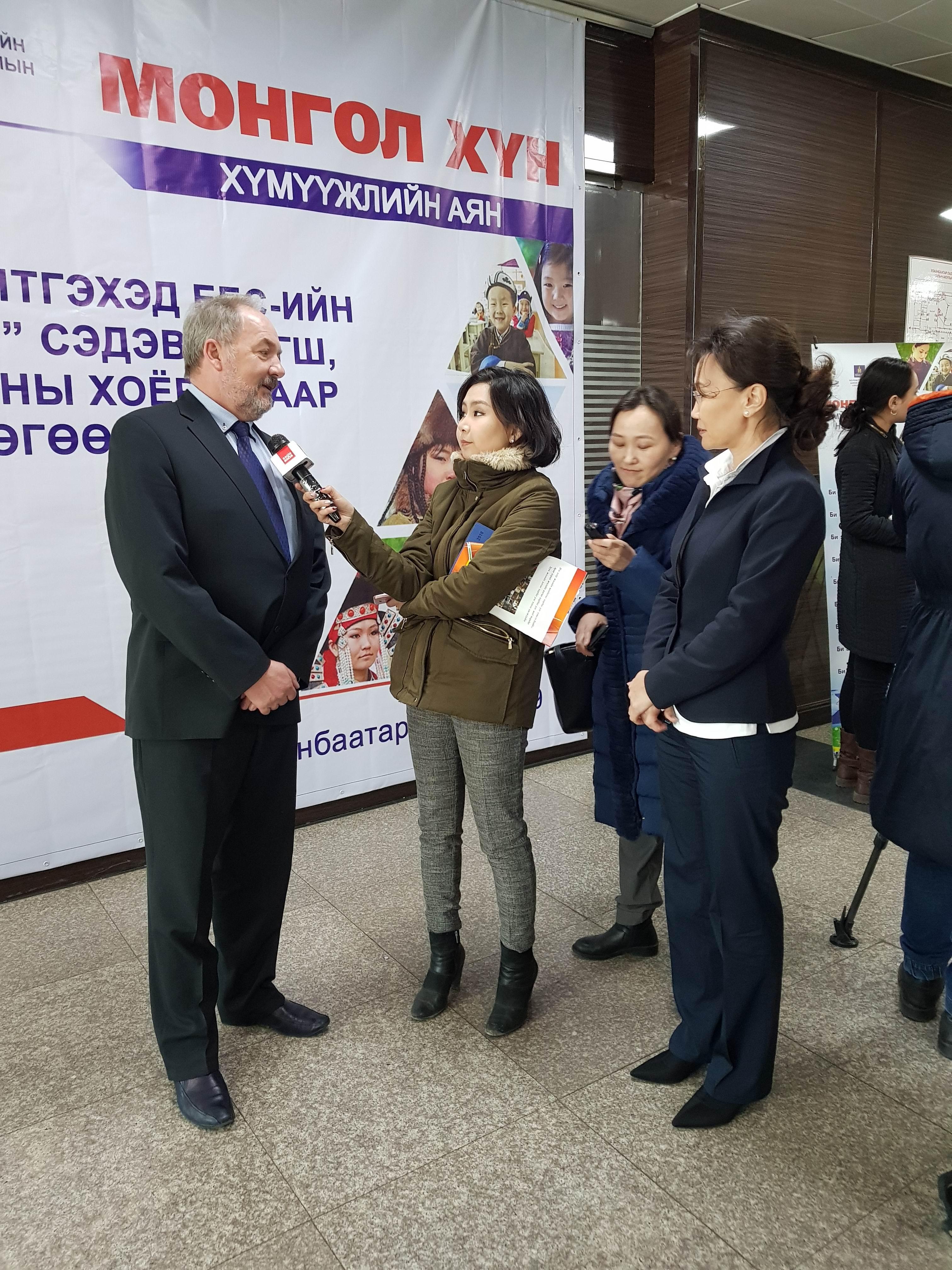 Prof. Dr.Bernd Meier beim Interview in Ulaanbaatar