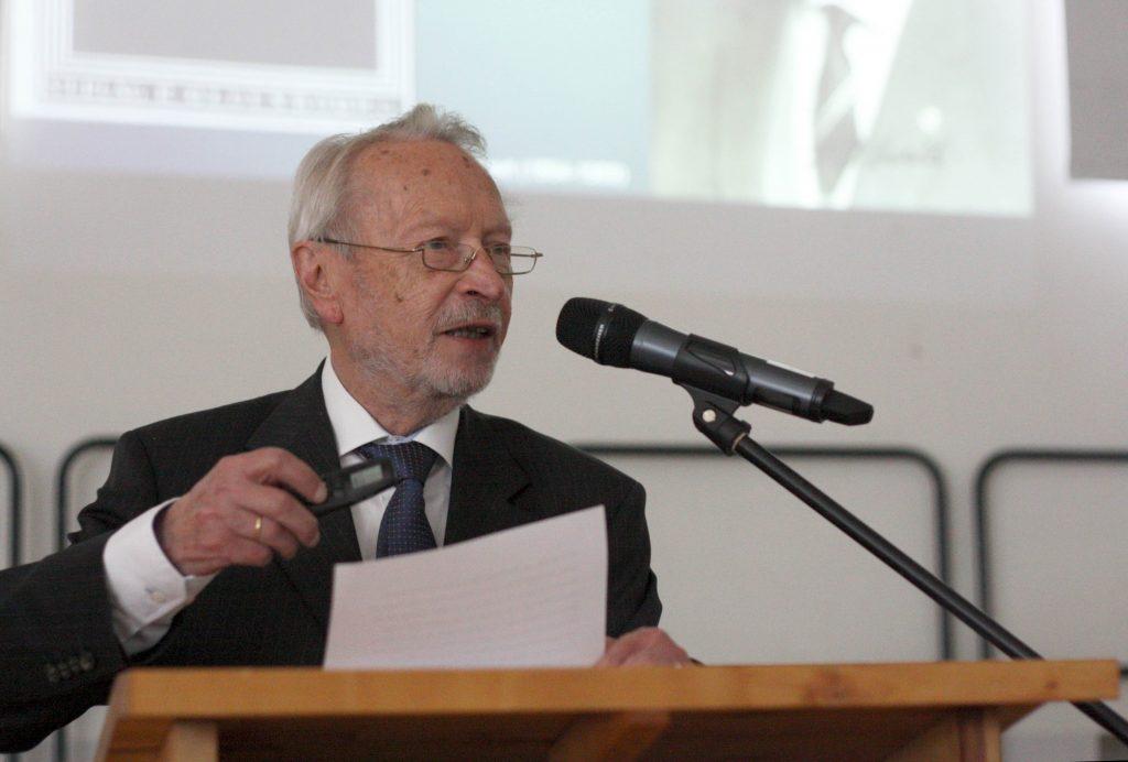 Dieter B Herrmann