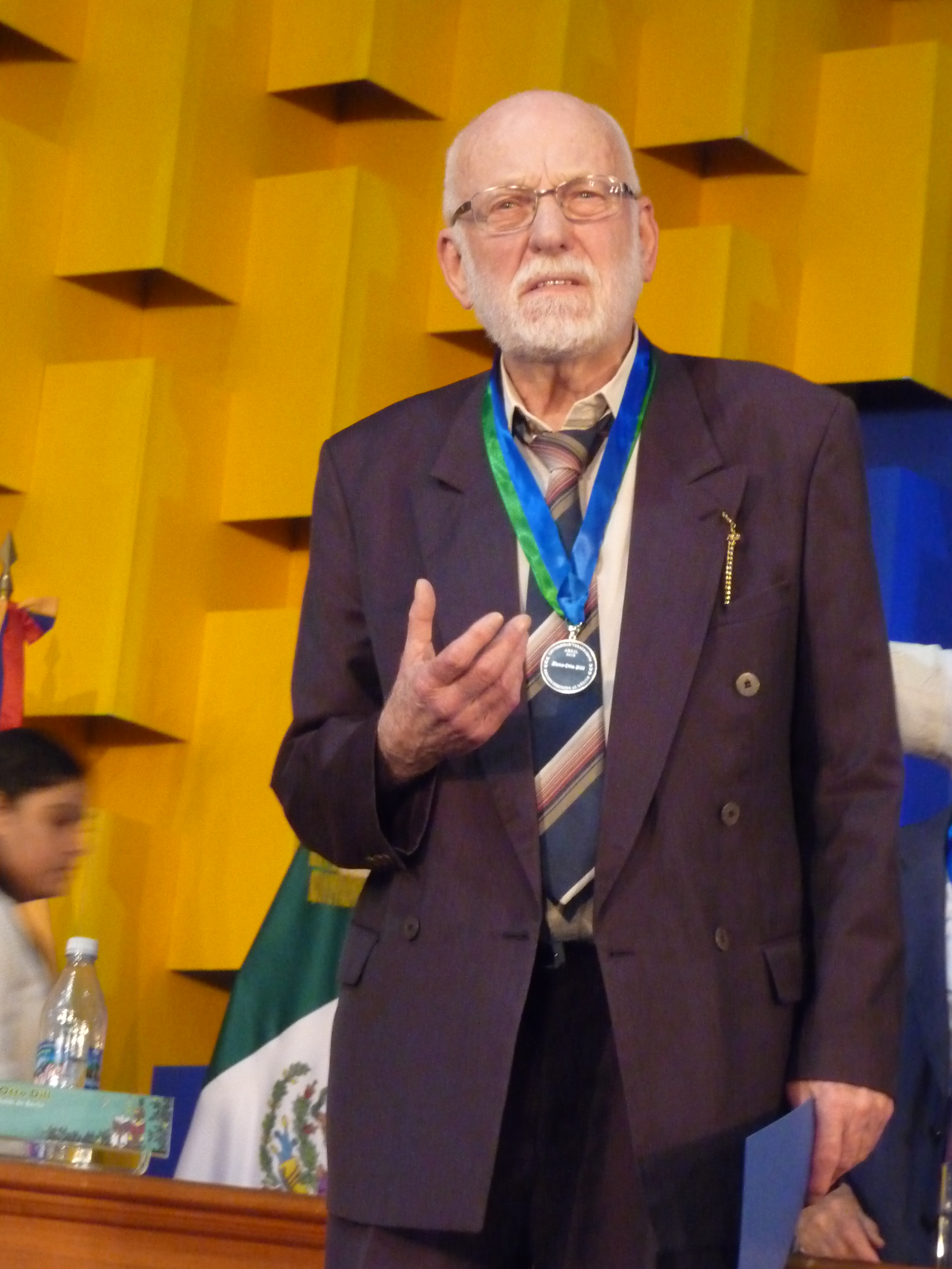 "Hans-Otto Dill mit dem Orden ""Medalla al Mérito Universidad Veracruzana"""